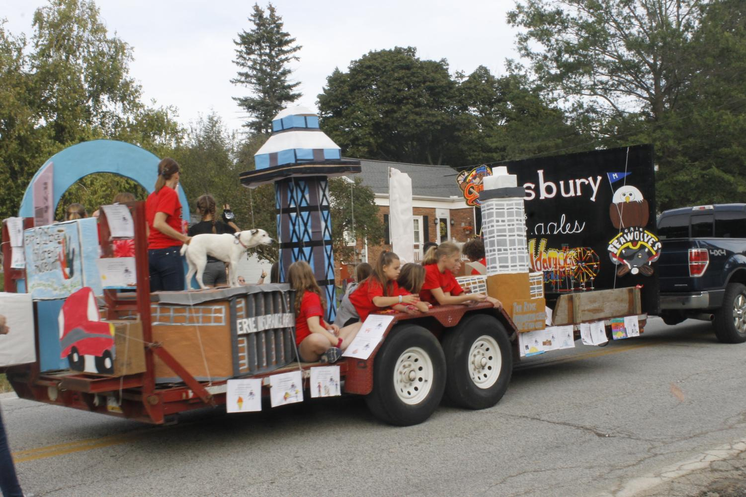 The+winner+of+the+float+contest+at+the+elementary+level%3A+Asbury+Elementary.